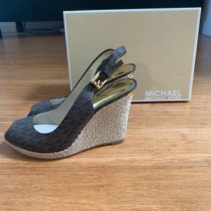 NEW MICHAEL KORS WEDGES SZ 6M
